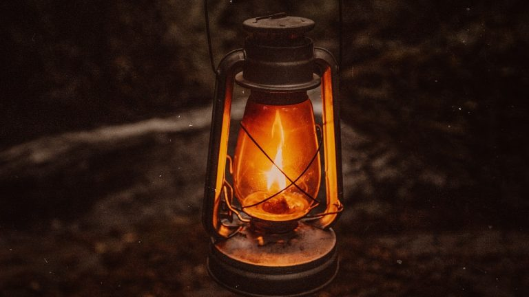 Best Camping Lanterns 2021: Reviews & Buyer's Guide