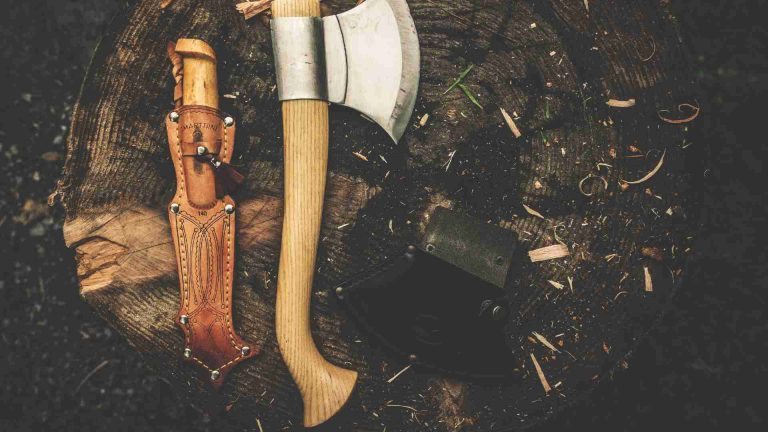 Best Camping Knives 2021: Reviews & Buyer's Guide